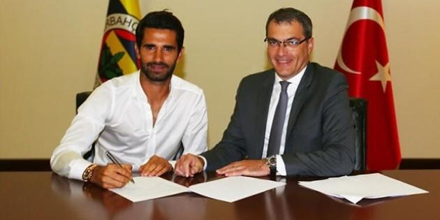 Alper Potuk, Fenerbahçe ile yeni sözleşme imzaladı